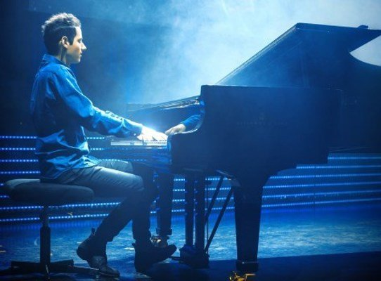 Peter Bence – «The Awesome Piano»